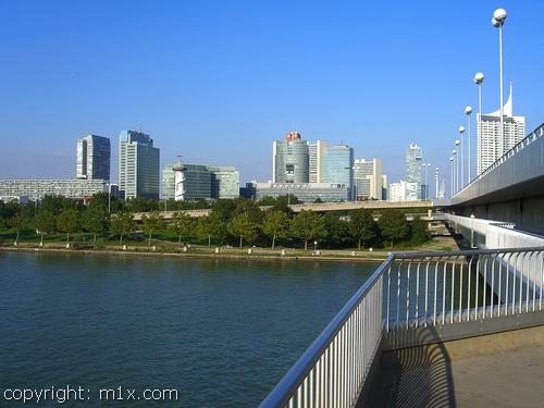 Donauinsel Reichsbrücke Donaucity Wien