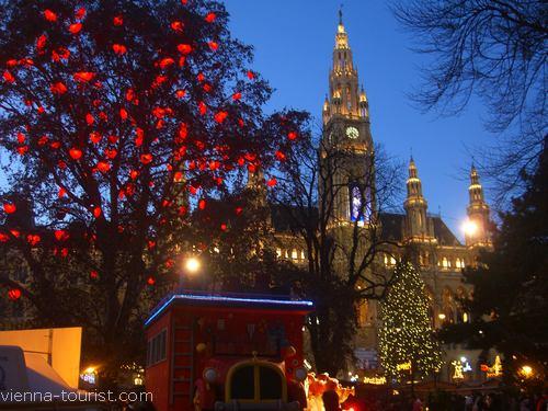 Herzerlbaum Rathauspark Wiener Christkindlmarkt Weihnachten in Wien